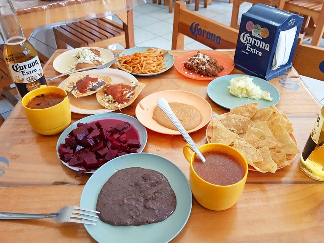 Besuche in Merida eine Cantina zur Mittagszeit