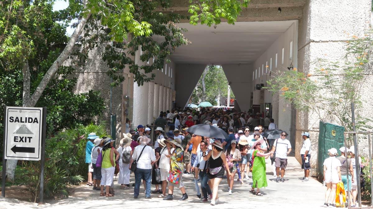Voller Eingang in Chichén Itzá
