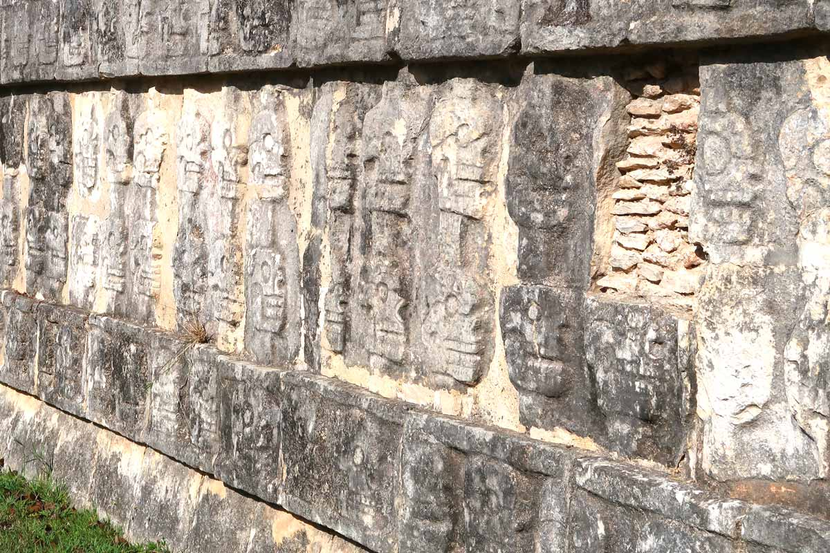 Die Opferplattform in Chichén Itzá