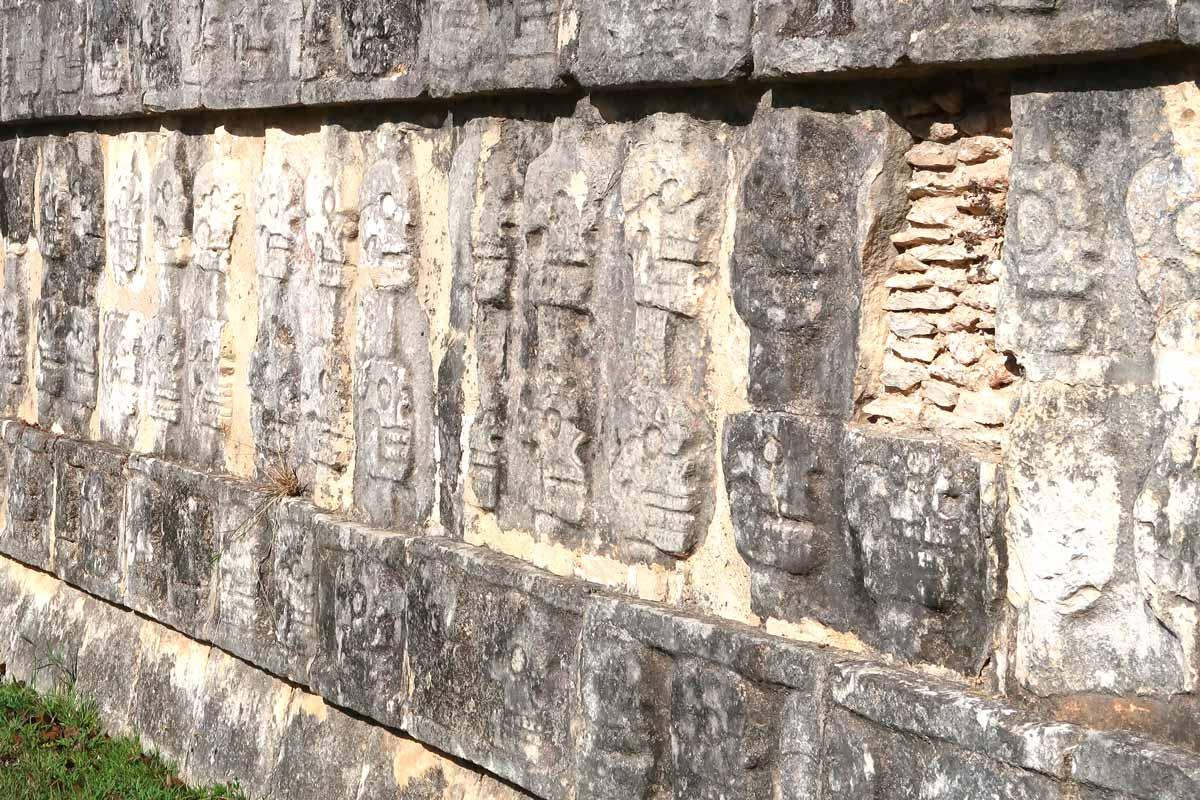 Die Opferplattform in Chichén Itzá