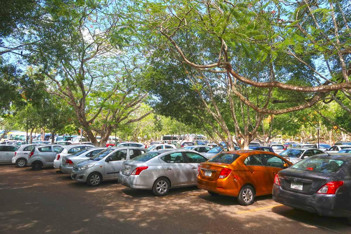 Der Parkplatz von Chichén Itzá nach dem Touristenansturm