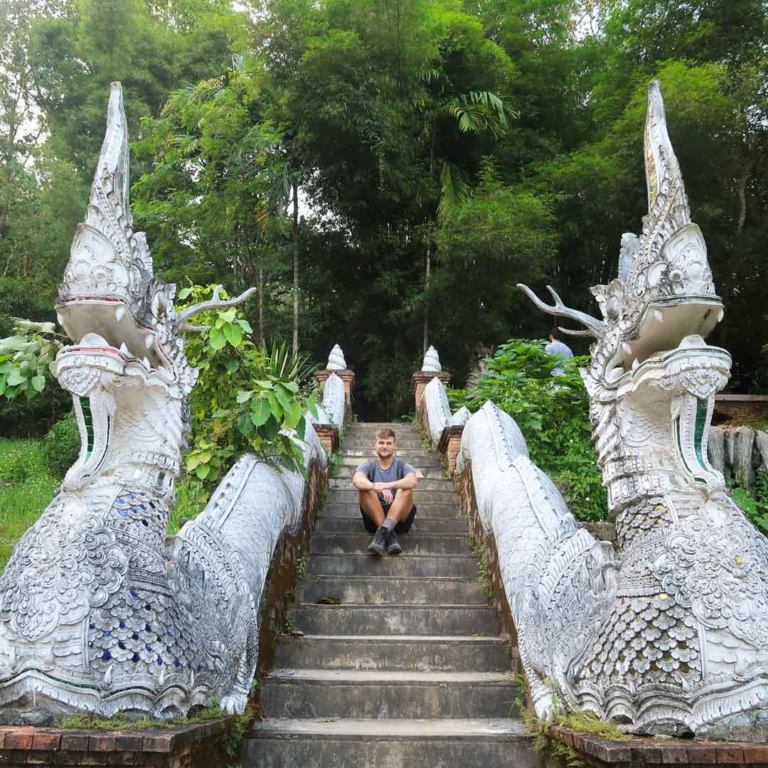 Drachentreppe an einem Tempel in Chiang Mai