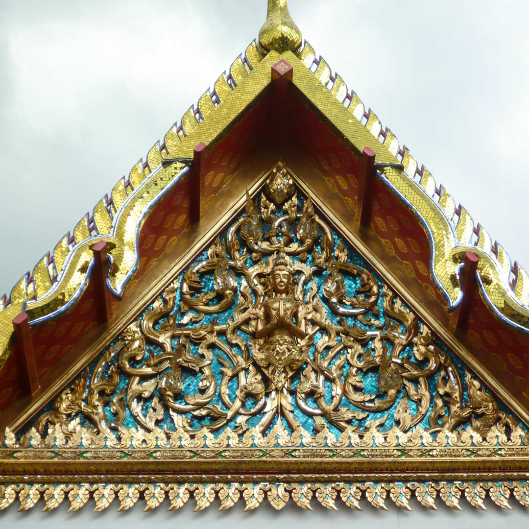 Aufwändig verzierter Tempel in Bangkok