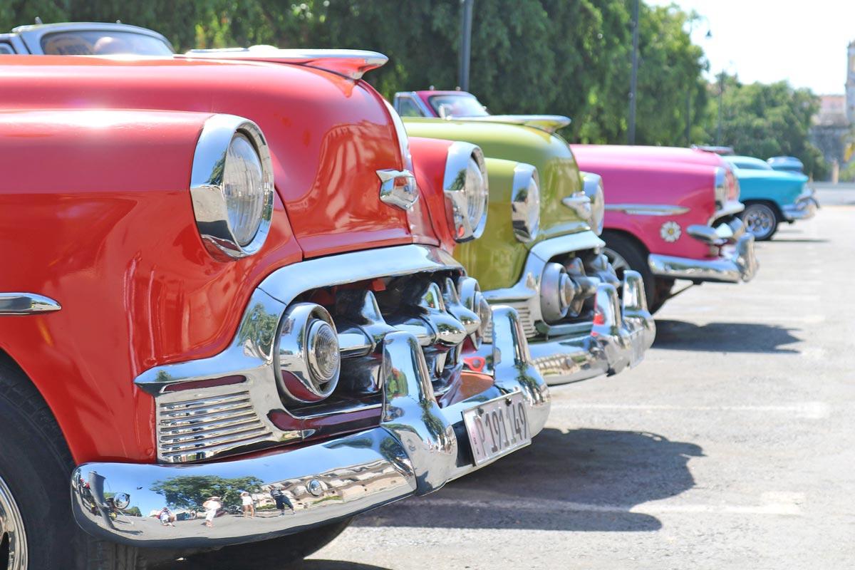Oldtimer als Taxis in Havanna