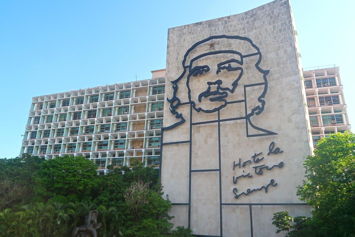 Eines, der bekanntesten Gebäude in Havanna - das Innenministerium mit dem Abbild von Che Guevara
