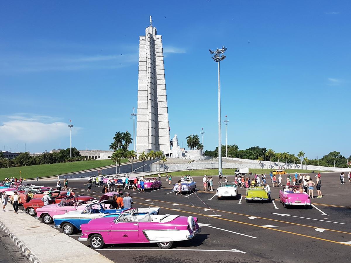 Der Platz der Revolution in Havanna in Kuba - mit dem José-Martí-Denkmal