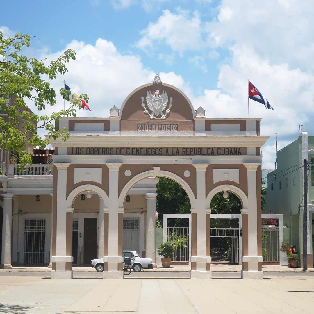 In Cienfuegos steht der einzige Triumphbogen in ganz Kuba