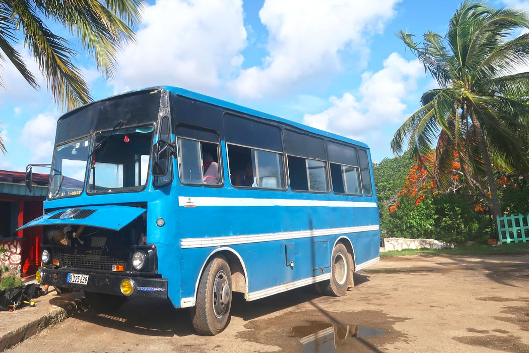 Shuttle-Bus für die Tauchtour in Playa Larga