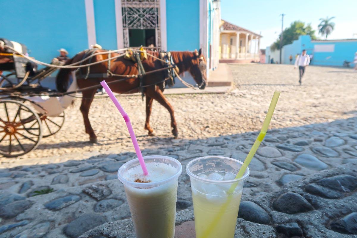 Cocktails to go in Trinidad Kuba
