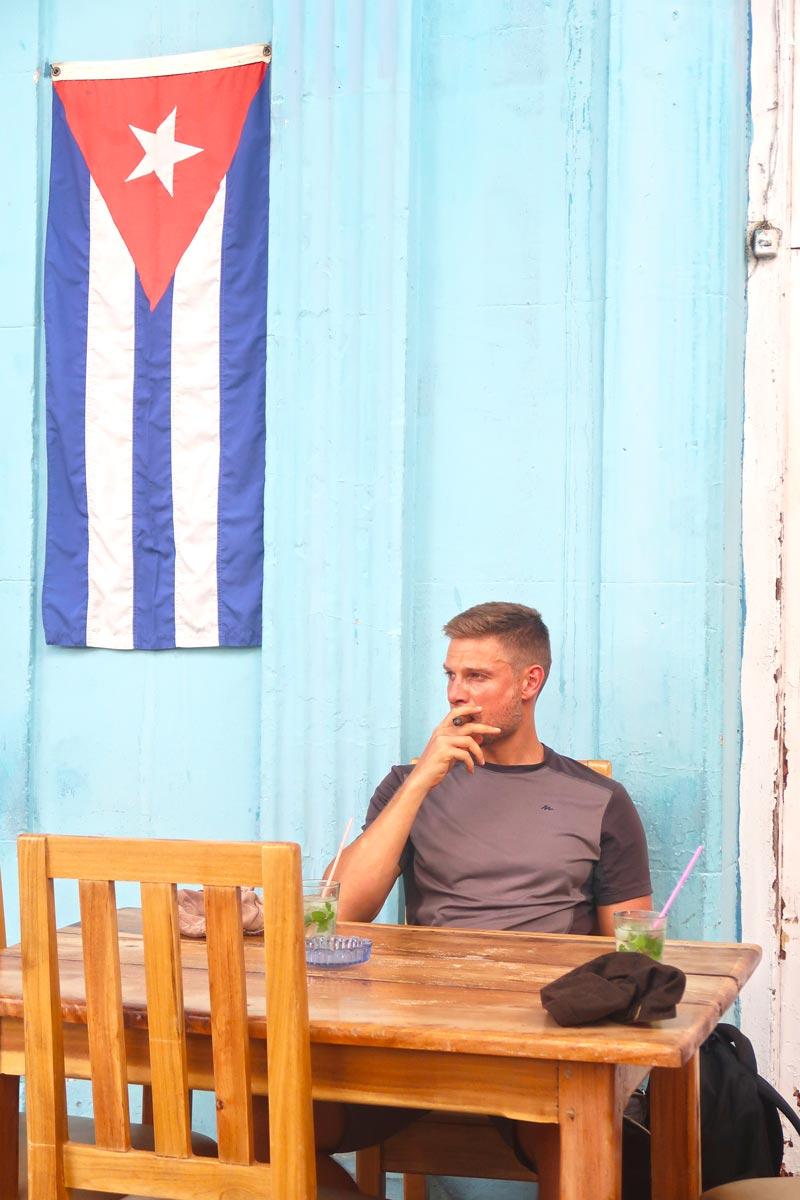 Kubanischer Lifestyle - Mojito und Zigarre