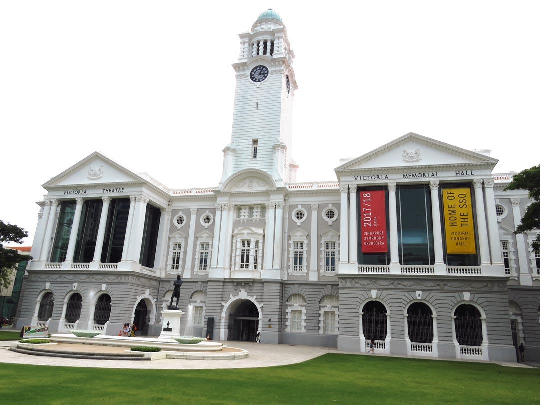 Victoria Theatre and Concert Hall mit der Sir Stamford Raffles Statue